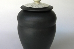 black-jar-with-crackle-lid